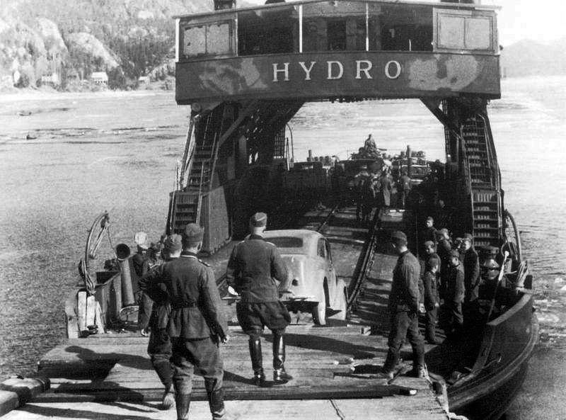 Ferga som skulle frakte tungtvannet over Tinnsjø. Foto: Hydro