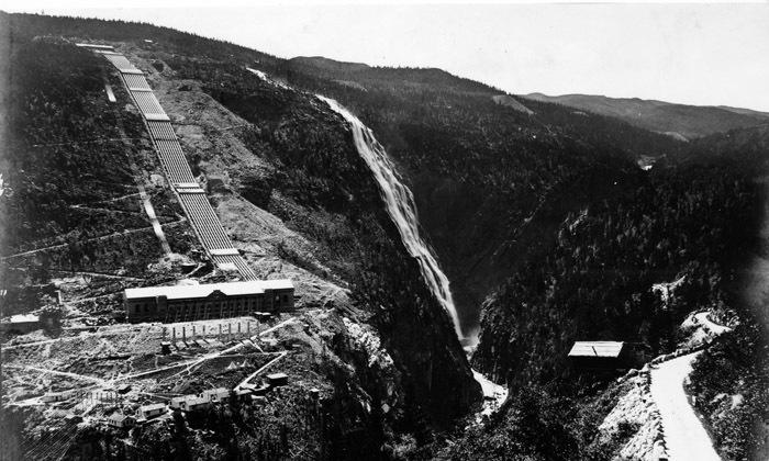 Fotografi av Vemork kraftstasjon like etter det stod ferdig i 1911. Fotograf ukjent.