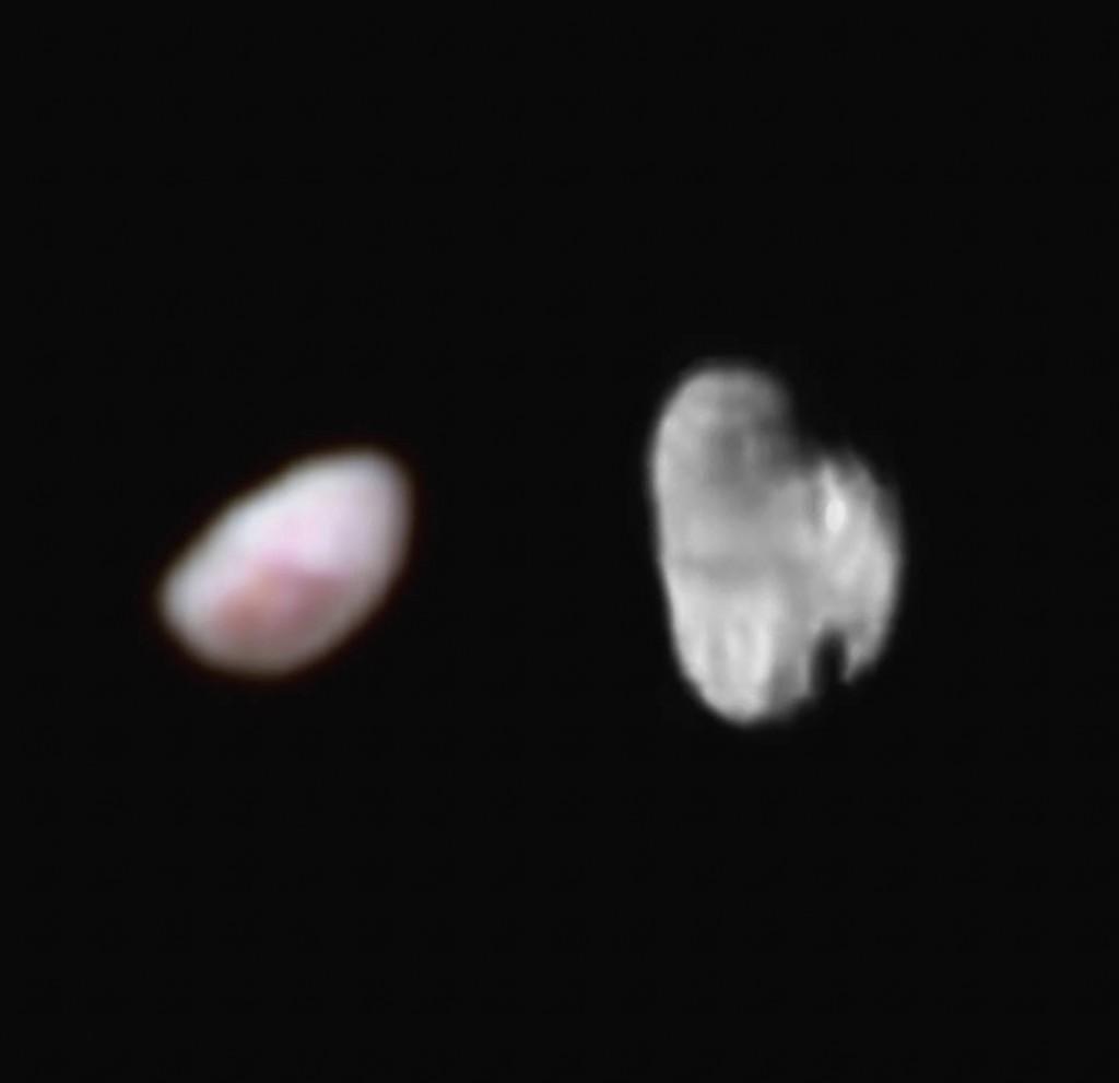 To av Plutos mindre måner: Nix (til venstre) og Hydra. Foto: NASA/JHUAPL/SWRI