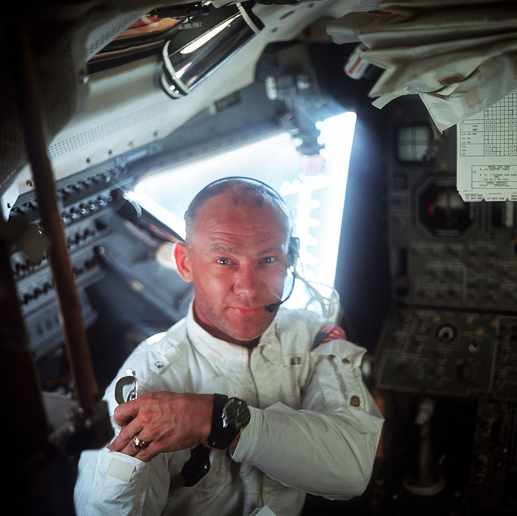 Buzz Aldrin inne i månelandingsfartøyet, under Apollo 11 i 1969. Foto: NASA