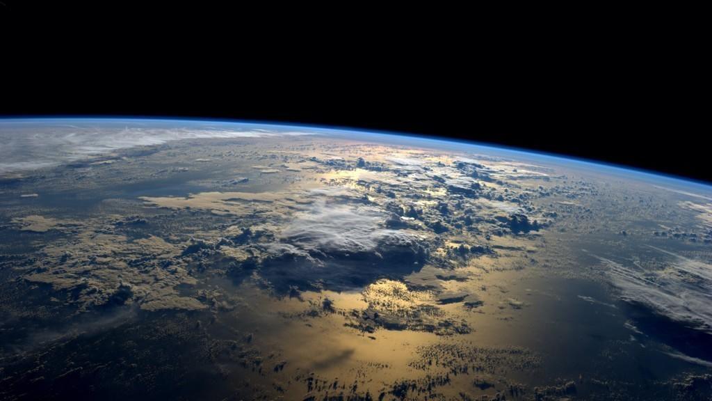 jorda og verdensrommet